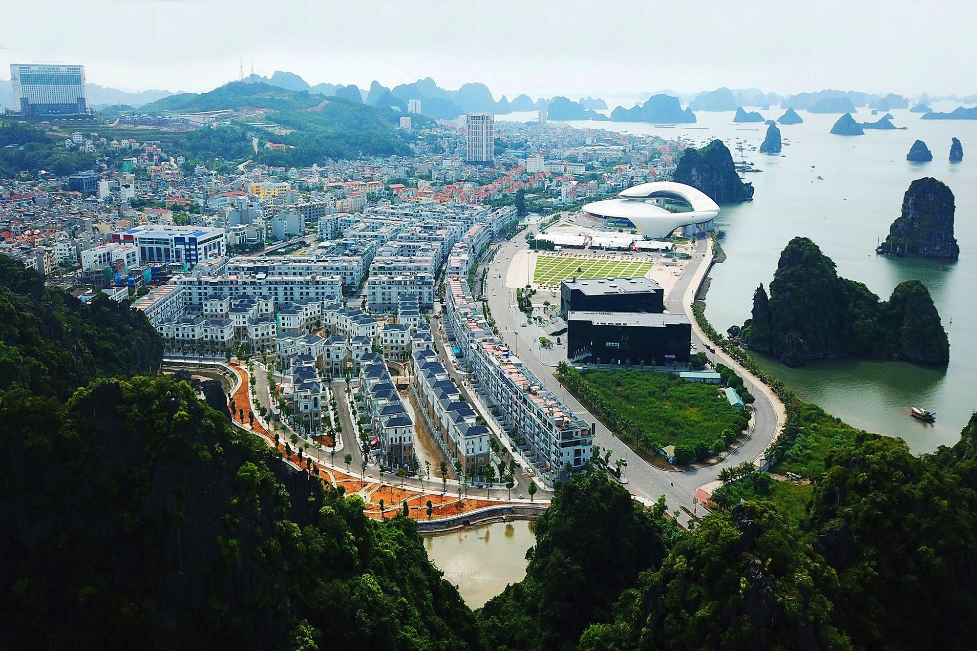 Mon Bay Hạ Long