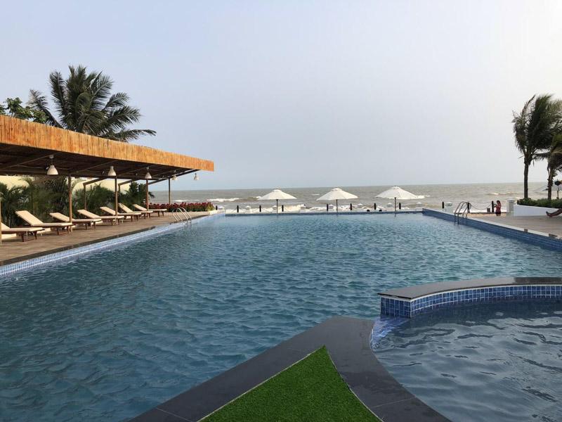ho boi ngoai troi Blue Sapphire Resort